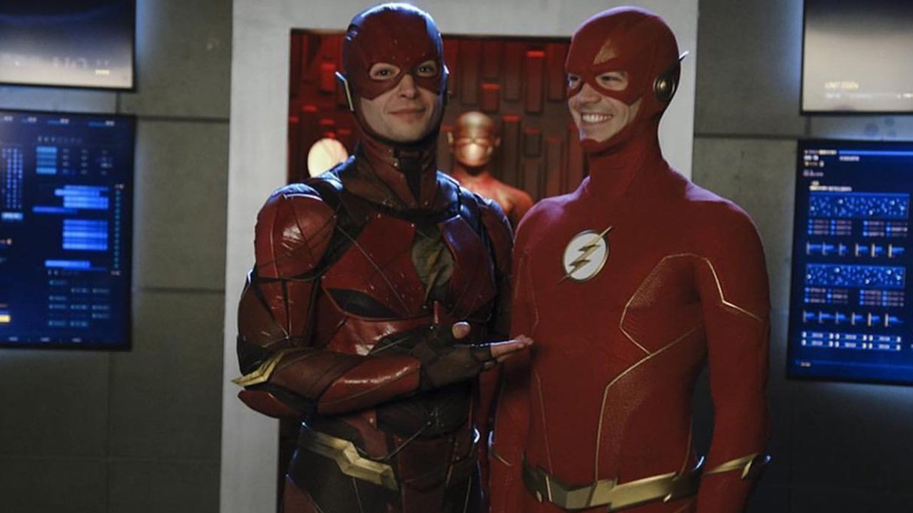 Grant-Gustin-Ezra-Miller-Flash-Crisis-on-Infinite-Earths.jpg