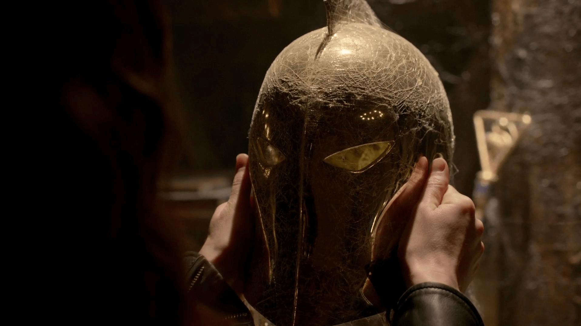 Constantine Helmet of Fate-2.png