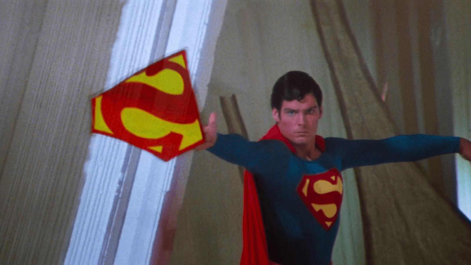 Superman II Symbol Throw-2.png